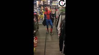 Video: #BuenViernes Spiderman bailando en un local comercial