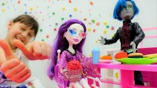 Игры для девочек: Монстр Хай - Спектра в кинотеатре