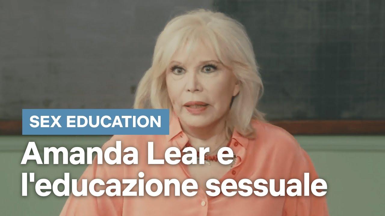 Spot promo Sex Education 2 Netflix testimonial Amanda Lear: come è fatta una  vagi..