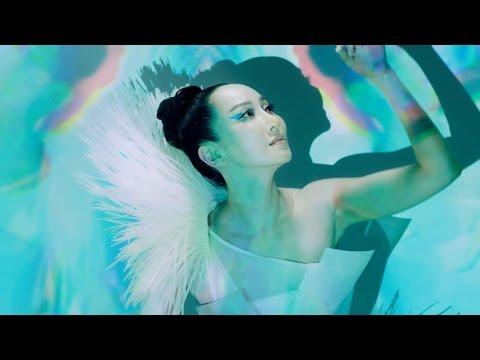 "萨顶顶 《梦燕春回》Sa Dingding ""Swallows"" Music Video"