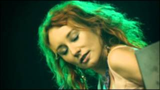 Tori Amos - Bells For Her Live + Lyrics