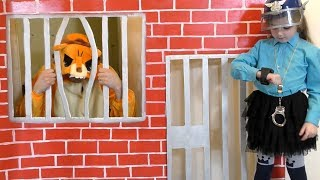 Masha and papa playing Police and go to Jail Playhouse Toy
