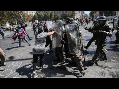 شاهد: مطالبة بالمساواة وبنبذ العنف ضد المرأة في ذكرى يومها العالمي في الشيلي…