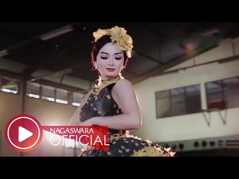 Zaskia Gotik - Cukup 1 Menit Remix Version (Official Music Video NAGASWARA) #music