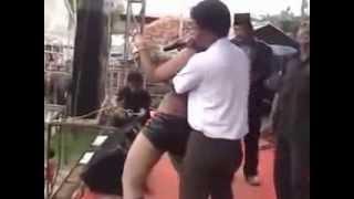 Video Goyang Dangdut Disawer Hot Sensual - Raba Raba Dada download MP3, 3GP, MP4, WEBM, AVI, FLV Juni 2018