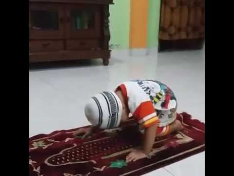 Anak kecil Belajar sholat anak kecil video lucu bikin ketawa