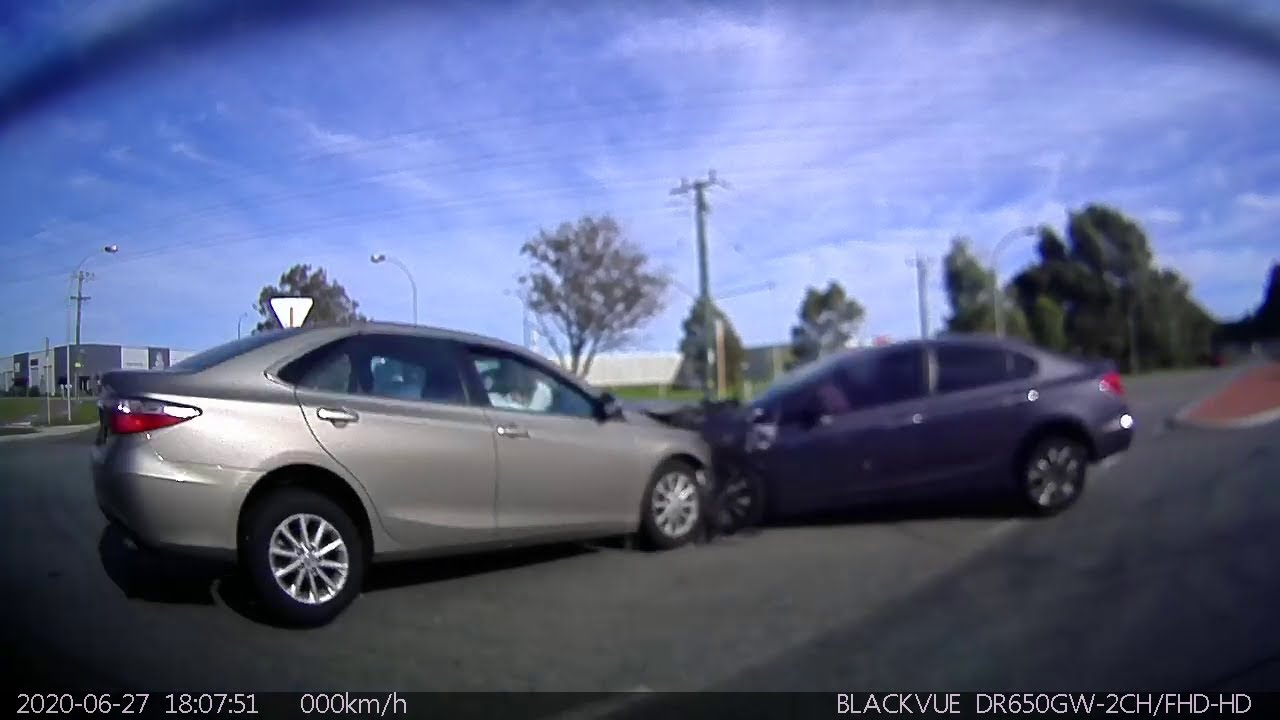 Head on crash caught by multiple dash cams - Cockburn WA