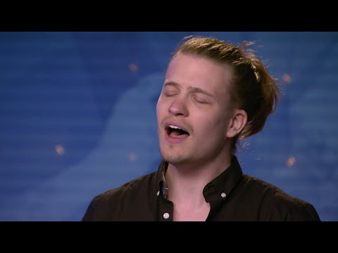 Alexander Kronlund i tårar under Christofer Anderssons audition i Idol 2018 - Idol Sverige (TV4) en streaming
