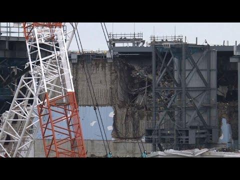Fukushima operator eyes plan to clean up plant