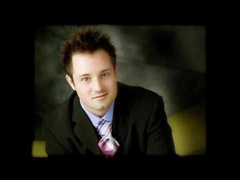 BASS SINGER CHRISTIAN DAVIS
