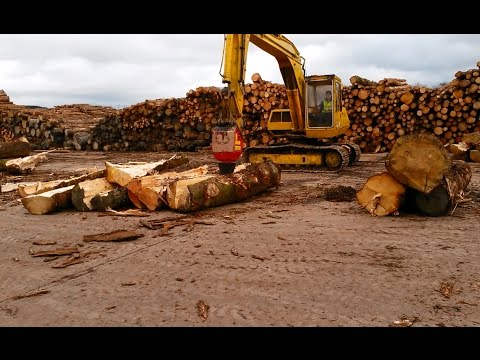 Lasco M3 Cone Splitter - Splitting large timber for a biomass power station