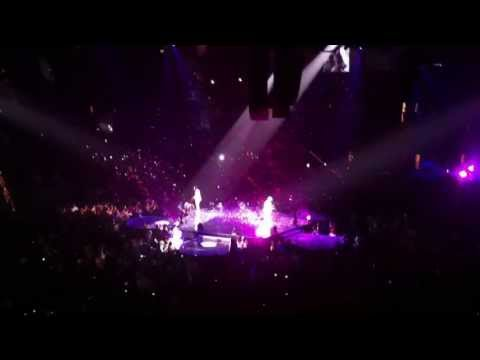 boyz-ii-men---i'll-make-love-to-you-and-handing-out-roses!---live---the-package-tour-in-las-vegas