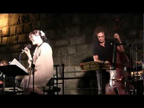 The Swinger Six e Nadia Natali durante lo show