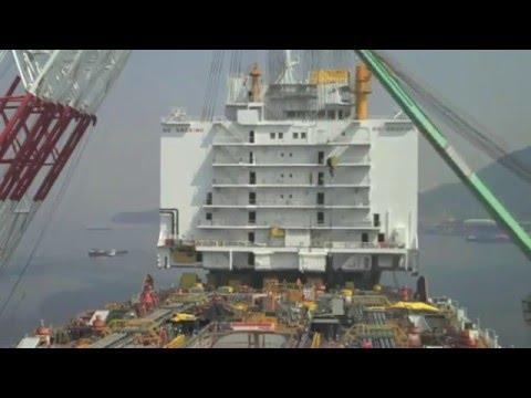 Shipyard MegaCrane Lifts 10 Stories Of Steel