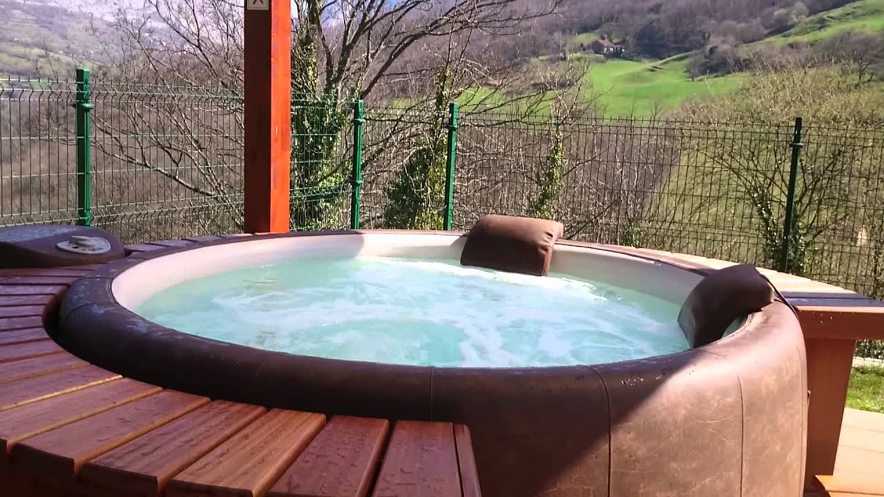 jacuzzi exterior balc n real senda del oso youtube. Black Bedroom Furniture Sets. Home Design Ideas