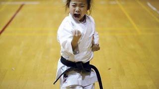 Bài quyền không thể không xem của hai nữ võ sinh karatedo.