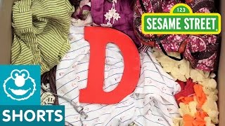 Sesame Street: D is for Dress Up