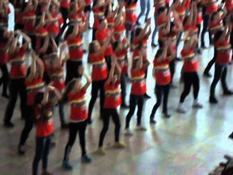 Танцевальный флешмоб на Курском вокзале