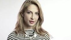 Ива Дойчинова съчетава розово сомбреро с гумени ботуши