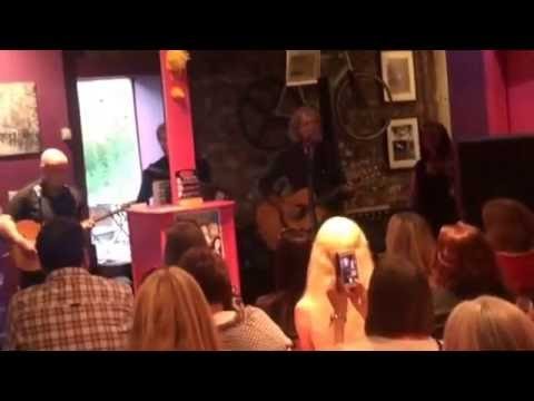 Kiss of Life by Graeme Clark. Siempre bicycle Cafe, Glasgow. 05.06.16