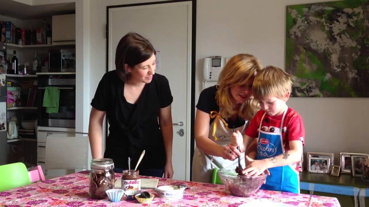Cucinare con i bambini i topolini di cioccolato de il mondo di bu youtube - Cucinare coi bambini ...