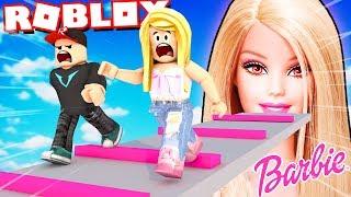 BAD BARBIE VEUT NOUS FERMER DANS LA MAISON DE POUPÉE! (Escape Barbie Obby Roblox) BELLA ET VITO