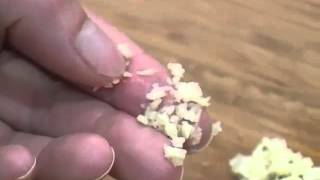 How to Peel and Mince Garlic.flv