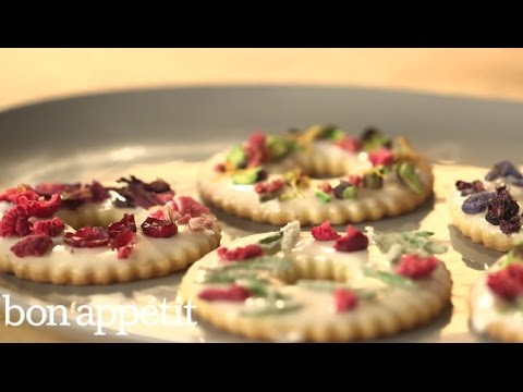How-to-Make-Lavender-Shortbread-the-Loveliest-Holiday-Dessert