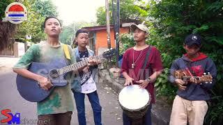 "Lagu Reggae "" Bebas Merdeka "" Steven And The Coconut Treez - Cover Pengamen Jalanan"