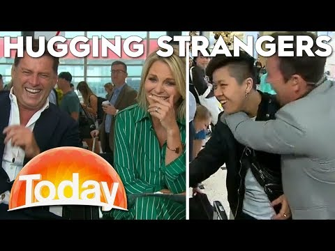 Steve Jacobs hugs strangers at the airport | TODAY Show Australia