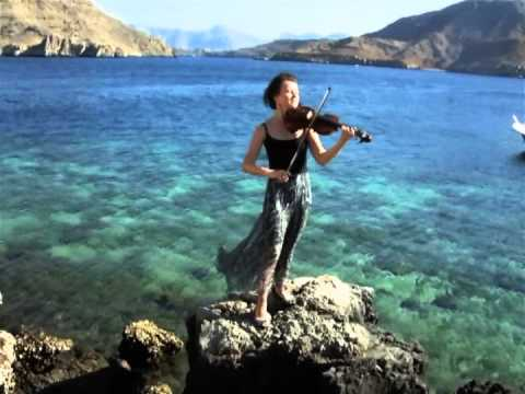 Nadine Dubai Violin plays ' What a wonderful world' by Louis Armstrong