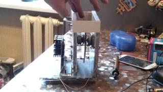 Электрофорная машина(Самоделка из коробок от дисков, моторчиков от CD-ROM, и самих дисков. Вращение строго синхронное в противополо..., 2016-04-16T07:40:48.000Z)