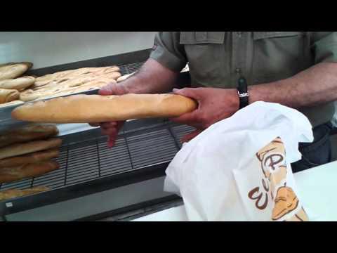 Жизнь в Испании. Домашнее производство и продажа хлеба.