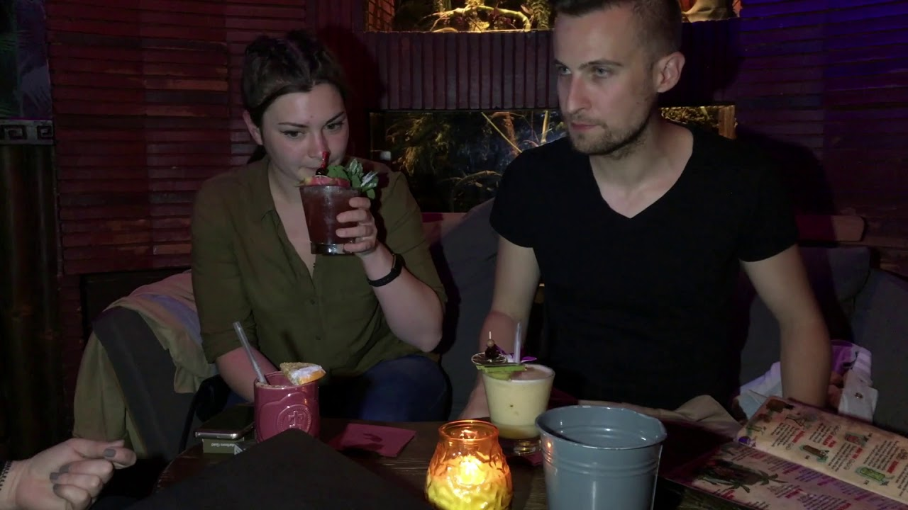 Un bar tropical en plein Paris - YouTube