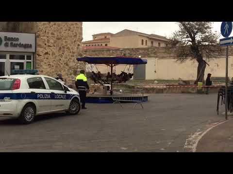 Crolla il Campanile, piazza chiusa ad Alghero