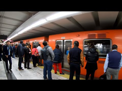 New Yorker tries the Mexico City CDMX Metro for the First Time POV : No A/C, Hot and Uncomfortable