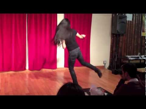 الفنان مارك: أمك على بير- رقص عراقي (Mark Balahadia: Iraqi dance, Rada7) thumbnail