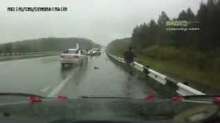 Пьяный водитель врезался в свадебную машину