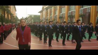 انضباط عسكري بمدرسة فنون تجميل بالصين