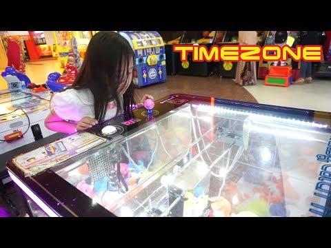 Jessica Jenica Bermain di TIMEZONE 💖 Mainan Capit Boneka + Yellow Submarine Nembak Hiu