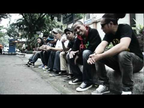 DJ Makatita ft Tickang Palungku - Rindu Bale ka Maluku(Official_Music_Video).mpg