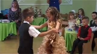 Зажигательный танец 'Танго' на выпускном в детском саду