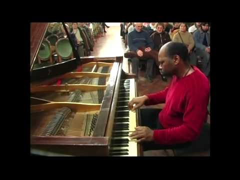 "Cuban pianist Luis Lugo play""100 years of Cuban Music"".Azul-Argentina"