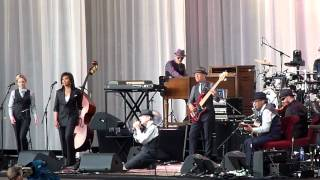 Leonard Cohen - Dance Me To The End Of Love @ Gent 12-08-2012