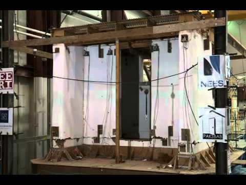 Test antisismico casa in paglia youtube for Piani di casa di balle di paglia gratis