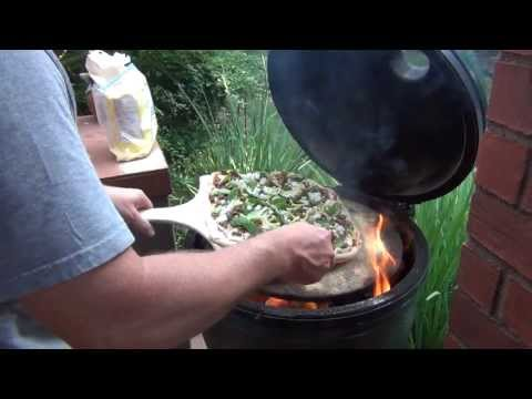 Cooking Pizza on the Big Green Egg