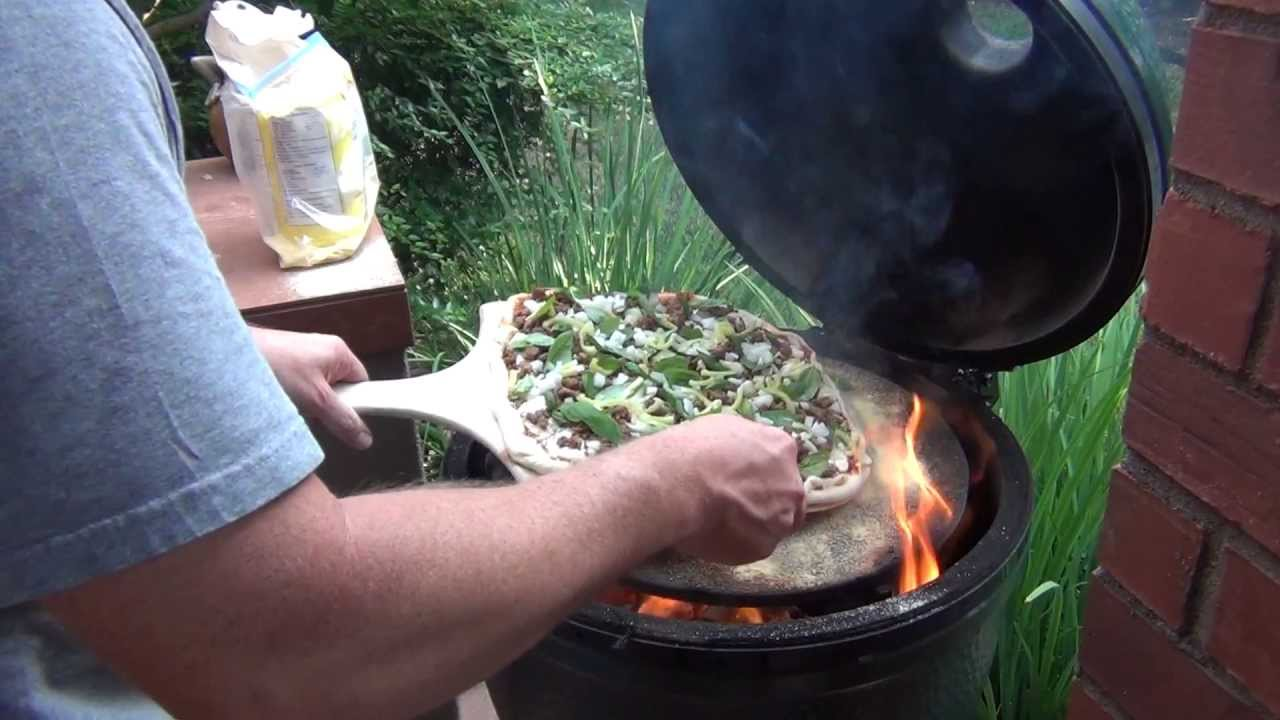 Cooking Pizza On The Big Green Egg Youtube