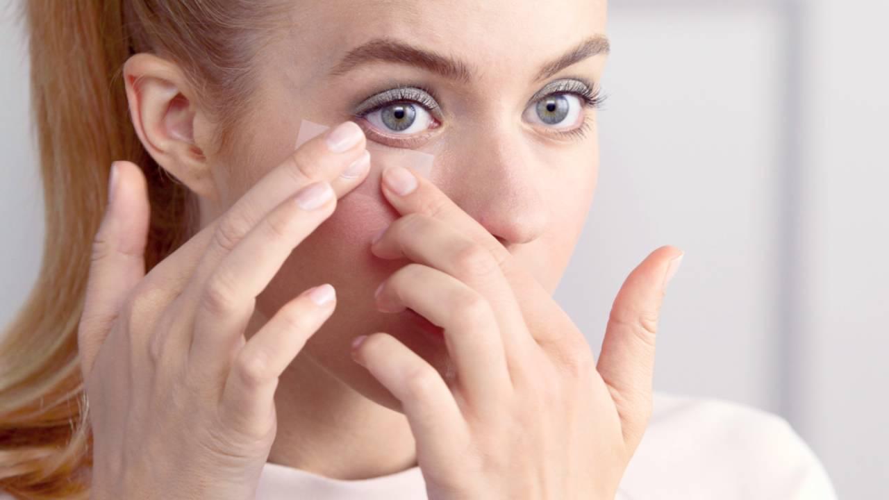 Makeup Tutorial: How To Apply Loose Eyeshadow?