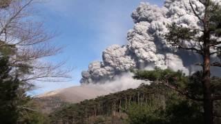 桜島の南岳1年半ぶりの爆発~一夜明けた鹿児島市街地~H24年7月25日 ht...