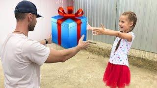 Маша получила посылку а там сюрприз!
